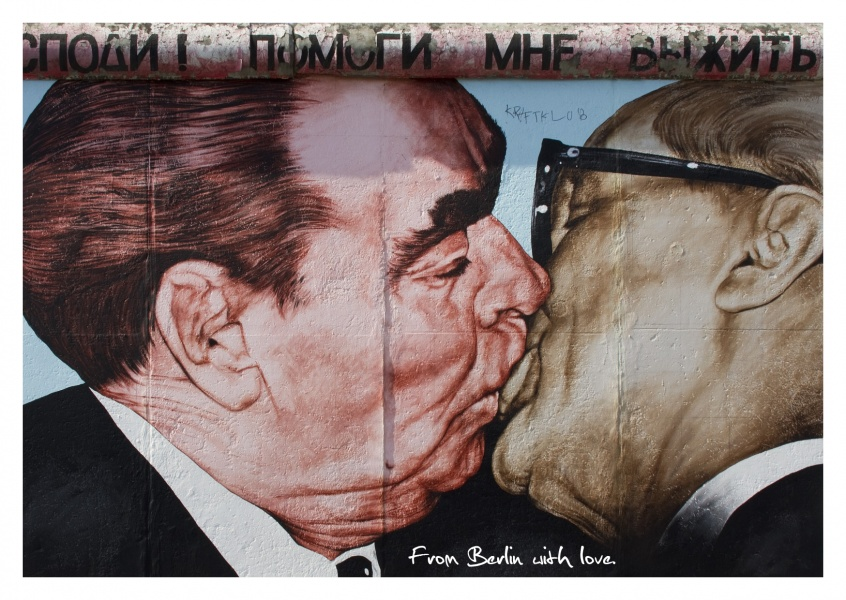 brother kiss East Side Gallery Berlin