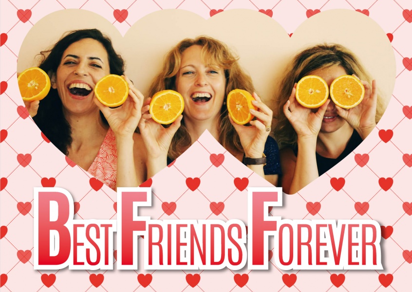 Best friends forever on a heart pattern.