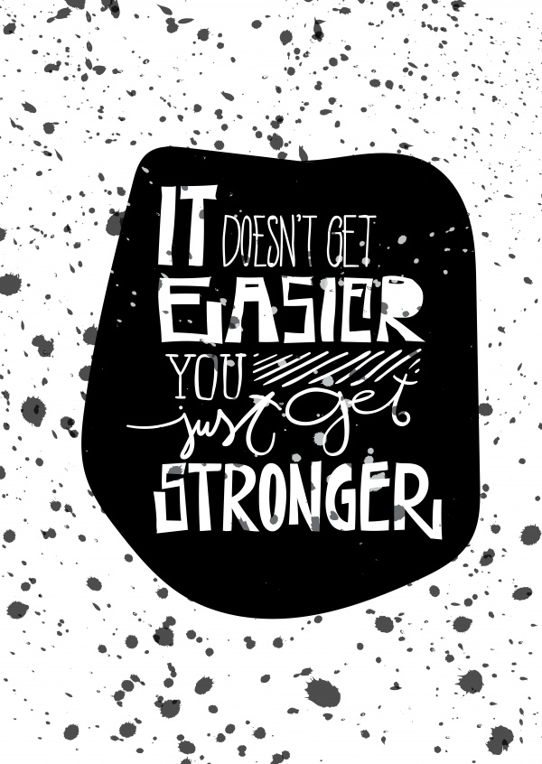 Spruch It doesn't get easier, you just get stronger auf schwarzem Tintenkleks–mypostcard
