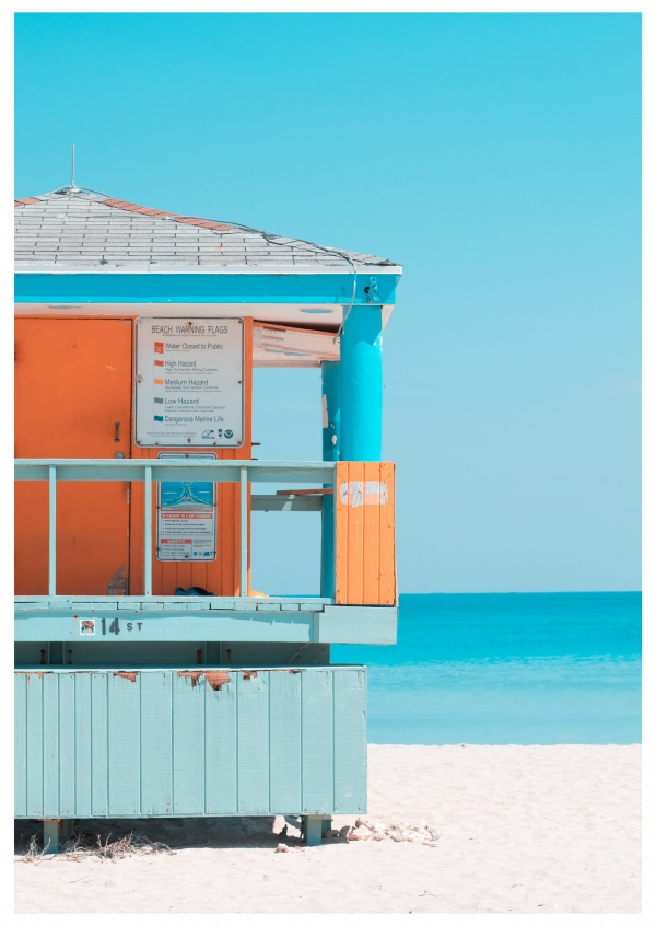 photo lifeguard tower