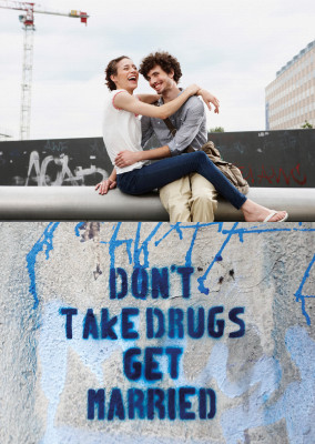 Postkarte Don't take drugs, get married