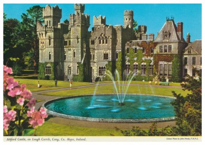 John Hinde photo d'Archive Ashford Castle sur le Lough Corrib