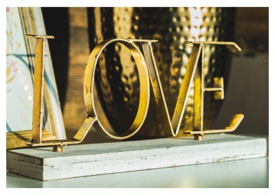 photo LOVE golden letters