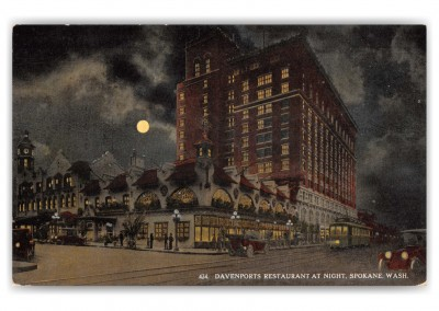 Spokane, Washington, Davenports Restaurant at night