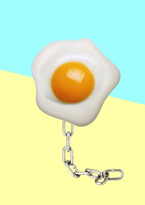 Kubistika egg with chain